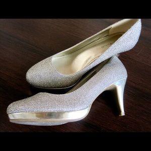 Bandolino Round Toe Heels Gold Sparkle 8.5
